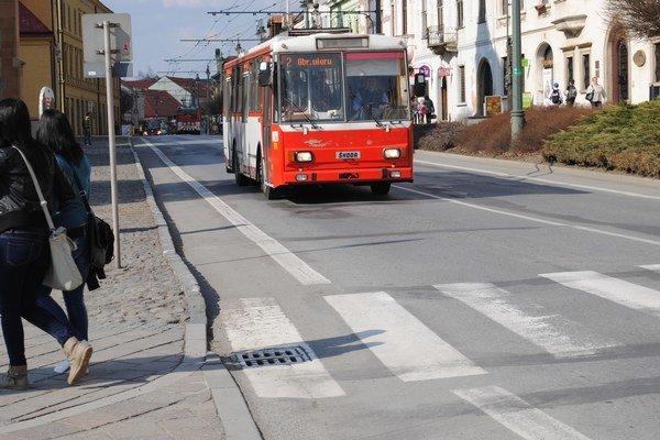 Doprava. Jeden midibus vie oproti štandardnému autobusu na spotrebe ročne ušetriť okolo 11 200 eur.