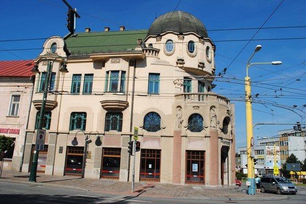 Bosákova banka. Tu sa bude už čoskoro sťahovať Knižnica P. O. Hviezdoslava.