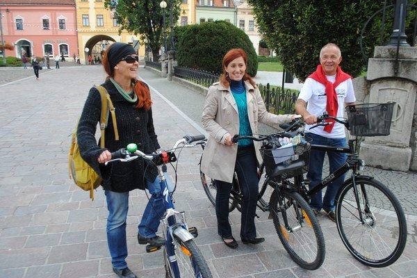 Cyklisti. Zľava V. Štupáková, S. Šestáková, P. Klučka.