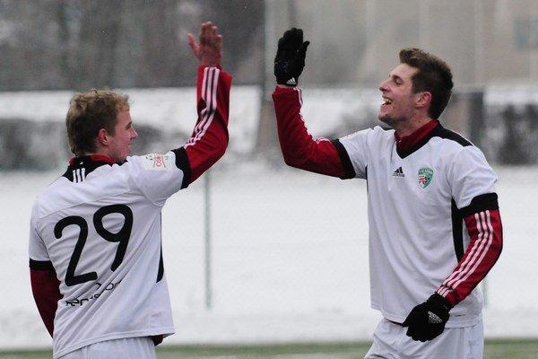 Minulosť. Momentálne Ľubomír Ivanko-Macej (vľavo) nemá na takéto prejavy radosti dôvod.