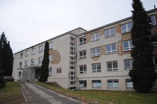 Neurologický pavilón. Väčšinu priestorov nemocnica využíva, vymenila v ňom dokonca okná.