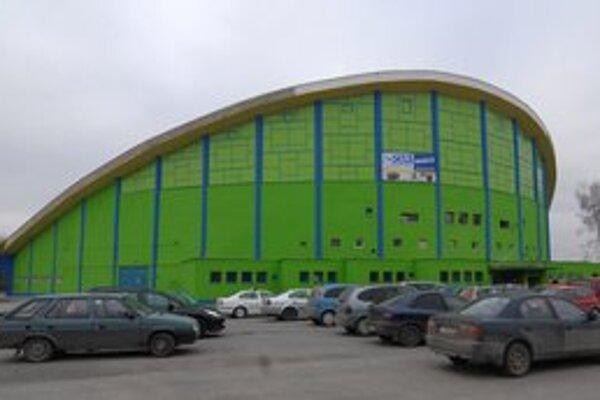 Zimný štadión. Využívajú ho športové kluby aj verejnosť.