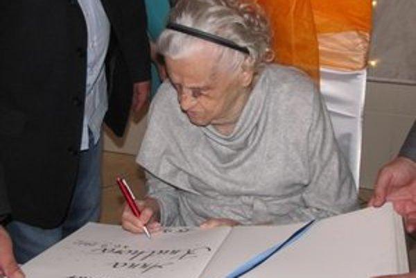 Oslava. Anna Knuthová sa dožila stovky.