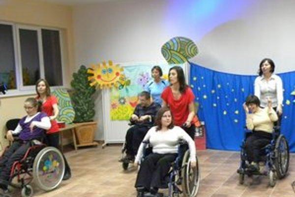 Barlička. Združenie s postihnutými deťmi pracuje aj nacvičuje kultúrne programy.