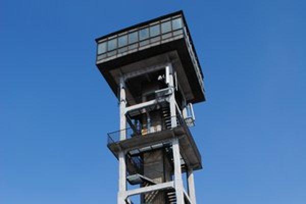 Vrchná časť veže by mala slúžiť ako vyhliadka. Túto funkciu spĺňala aj v polovici 70. rokov, potom ju však zavreli. Má na to predpoklady, stojí na kopci Táborisko v širšom centre mesta.