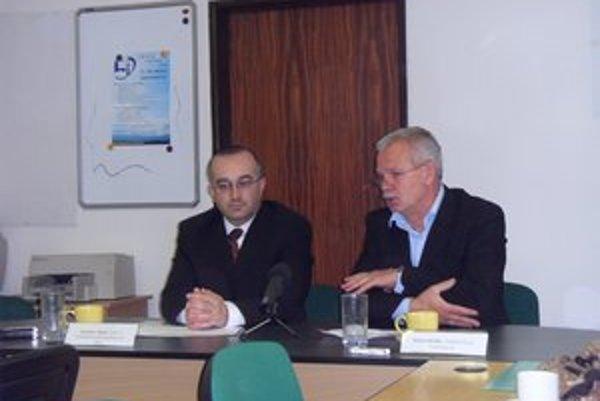 Riaditelia S. Šanta a D. Brhlík vytvoria podmienky pre skvalitnenie výučby nemčiny.