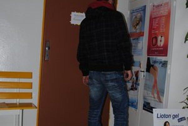 Čakáreň v Terni. Podozrivých poslala ošetrujúca lekárka na vyšetrenie.