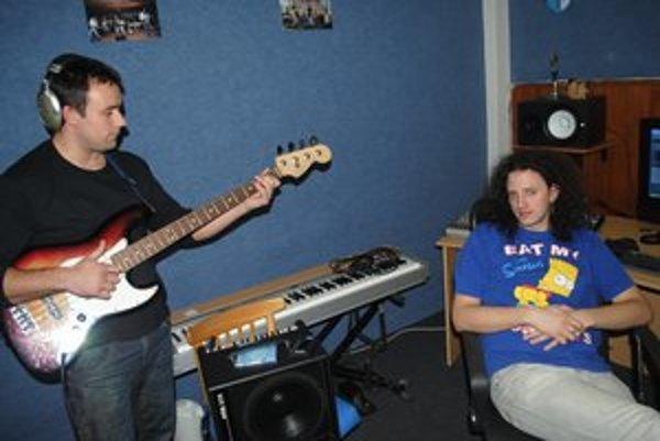 V štúdiu. Vilo Cicoň (vľavo) a Peter Vyslocký.