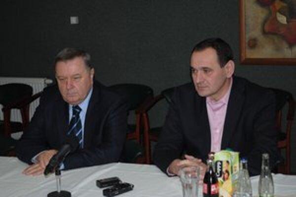 Zástupcovia Smeru S. Kubánek (vľavo) a P. Chudík.
