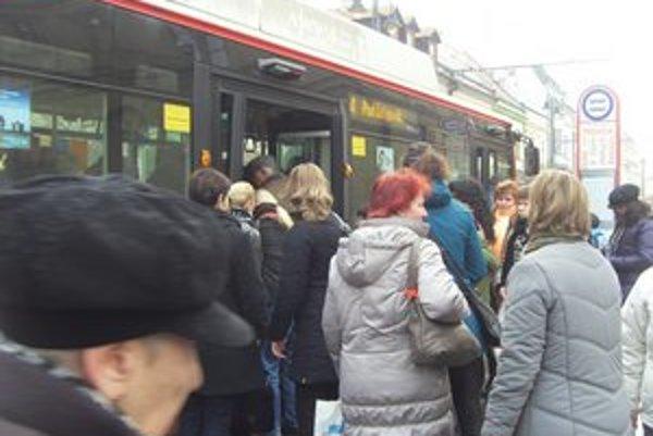 Nové trolejbusy posilnili linky 4, 8 a 38.
