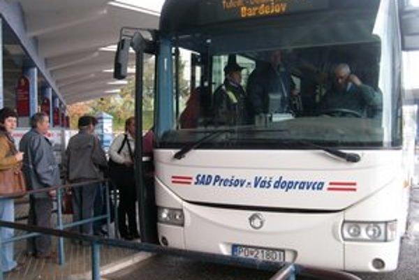 Doprava. Mnohí žiaci musia do škôl cestovať.