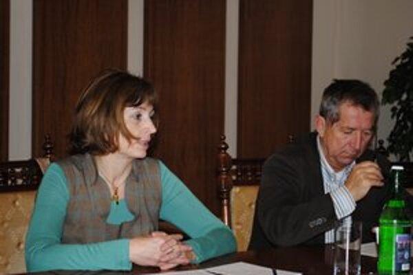 Andrea Turčanová. Odmieta tvrdenia primátora, že ich návrh rozpočtu je babrácky a zlý.