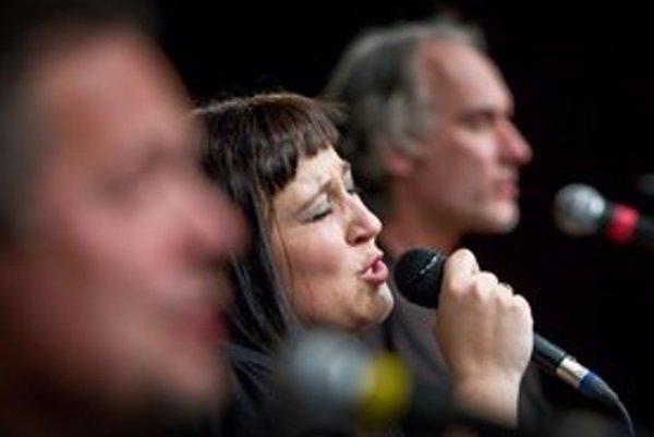 Katka Koščová má za sebou pozoruhodný rok. Zaspievala si s legendárnym Neřežom, vydala vianočné CD, ktoré malo veľký úspech.