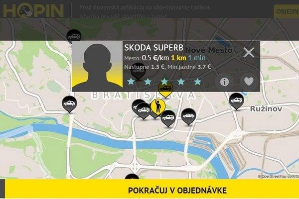 Zákazník si na displeji môže vybrať z taxíkov, ktoré sú v blízkosti a zobraziť si ich typ vozidla, cenu i hodnotenie.