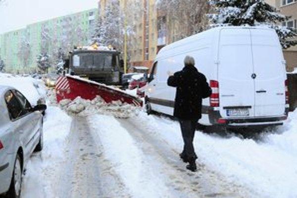 Tuhá zima a málo peňazí, to trápi prešovských cestárov.