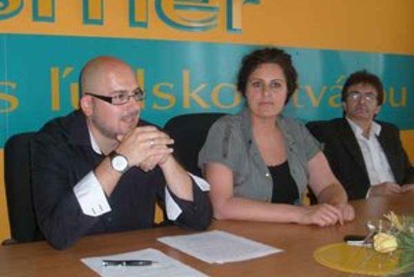 Michal Kaliňák. Kritizuje, že radnica stenčila mzdovú obálku aj pre dohodárov.