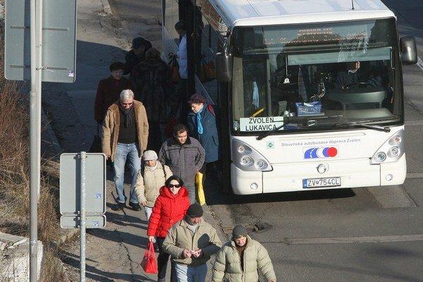 Dôchodcovia, ale aj mladí ľudia môžu už o mesiac uprednostniť vlaky pred autobusmi.