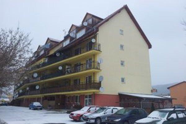 Bytovka na Hviezdoslavovej. Tu mal M. Sučko bývať, ale nebude.