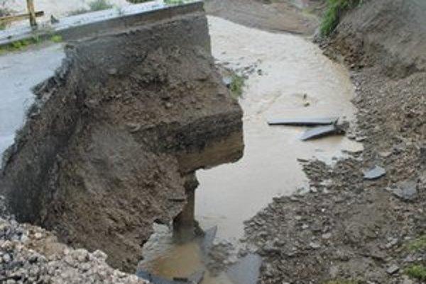 Povodne 2010. Všetky následky dodnes neodstránili.
