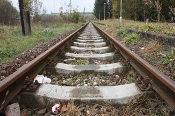 Život ženy vyhasol pod kolesami vlaku.