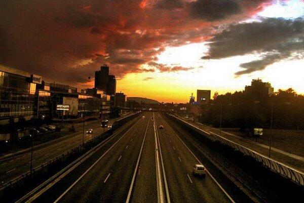 Pri stavbe diaľnic treba dávať pozor na prírodu.