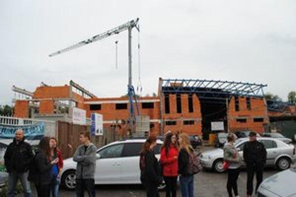 Stavba aquaparku. Bazén k nemu nevybudujú skôr než v roku 2015.