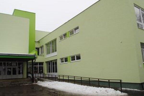 Nový šat. Zrekonštruovali budovu ZŠ Prostějovská.