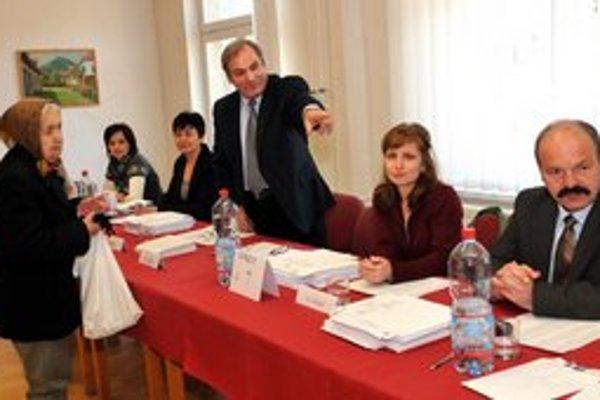 Vo Veľkom Šariši prebieha voľby aj referendum o odvolaní primátora.