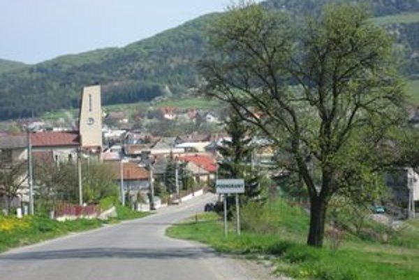 Dedina Podhorany. Veľmi by chceli vlastný vodovod.