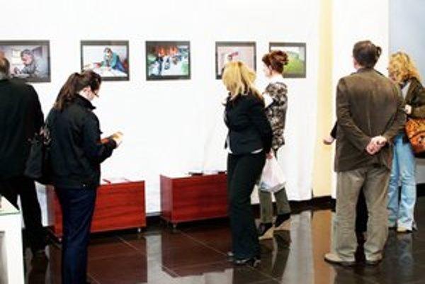 Výstava terapeutov z charity. Prezentujú svoju prácu.
