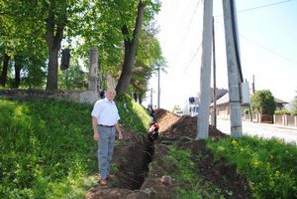 Starosta obce vraví, že prioritou je výstavba vodovodu.