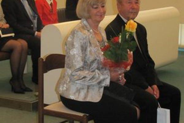 Manželia Hadzimovci. Zlatú svadbu oslávili v sobášnej sieni v Prešove.