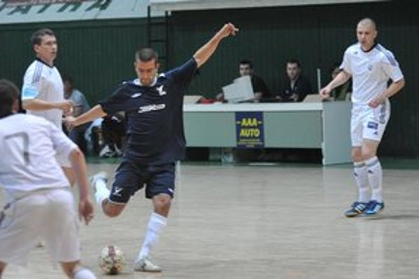 Ivan Bednár (v čiernom). Skončenú sezónu považuje za veľmi úspešnú.