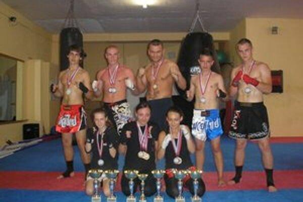 Prešovskí kickboxeri. Opäť sa medailovo činili.