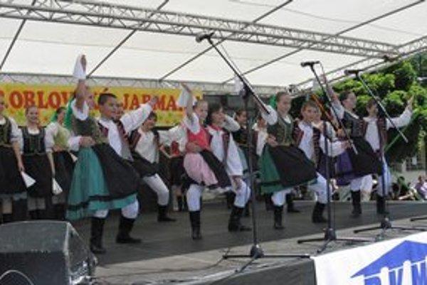 Na festivale v Orlové. Dúbravienka zaujala temperamentom aj krojmi.
