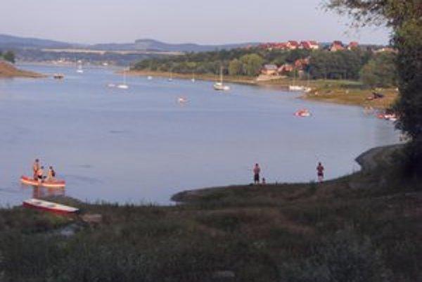 Na Dobrej na vodu spustili lode a šťastie skúšali aj rybári.