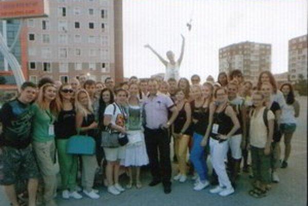 Šéfka Witches s kapelníkom. Jana Imrichová a Miroslav Vlček st. po návrate z Istanbulu.