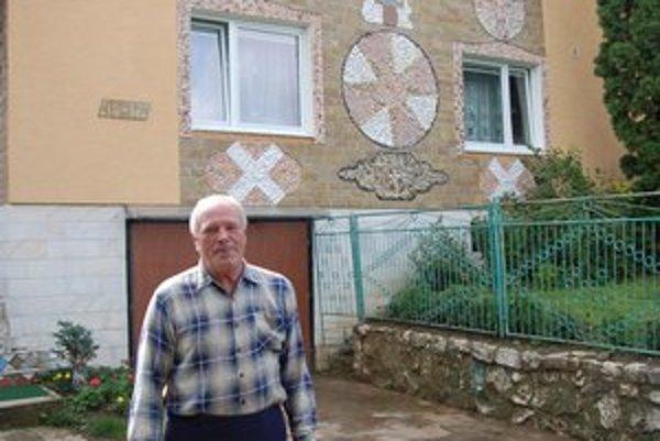 František Vojtko. Voľný čas trávil výzdobou svojho domu kamienkami z celej Európy.