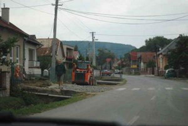 Materská škola v Župčanoch. Napájali ju na kanalizáciu.