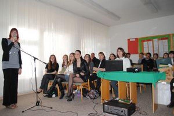 Prezentácia. Stredoškoláci predstavili pamiatky z ôsmich krajín.