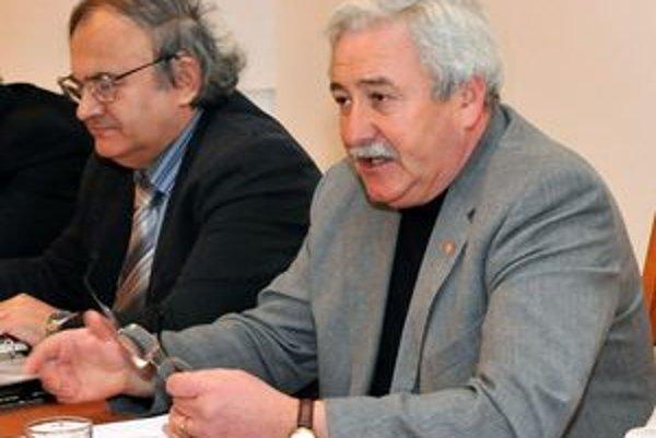 Igor Burger. Odchádza na Najvyšší súd (na snímke vpravo). Krajskému súdu bude do výberového konania šéfovať doterajší podpredseda Anton Lukáč.