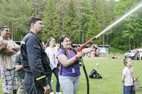 Záchranárska akcia. V Kopytovskej doline predviedli deťom ukážky svojej práce.