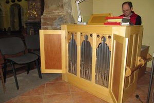 Gabriel Bies nástroj otestoval skladbou Ave Maria.