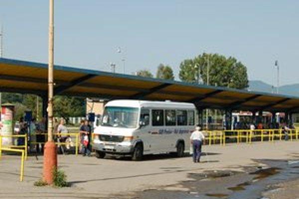 Cestovanie v lete je v neklimatizovaných autobusoch zdraviu nebezpečné.