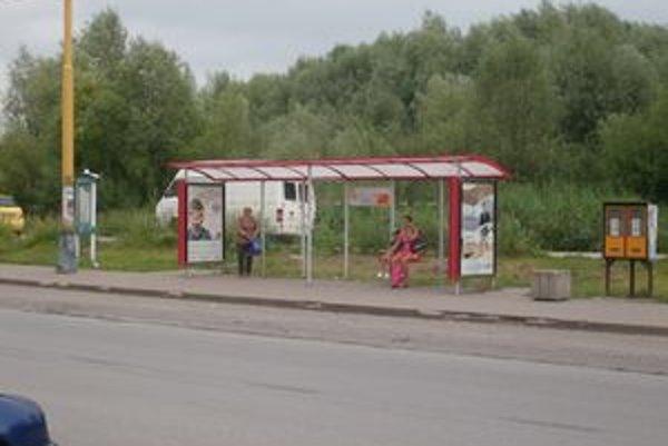 Zastávka MHD na Sibírskej. Táto časť je na území Ľubotíc.
