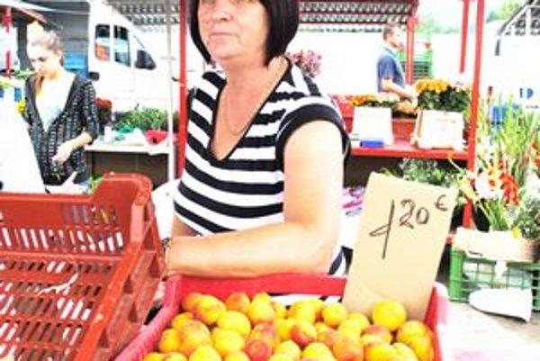 Magdaléna Kačíková. Tvrdí, že kvôli dažďom je úrody menej.