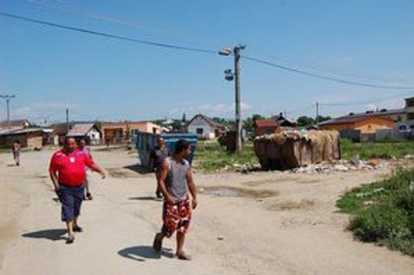 Osada Jarovnice. Je súčasťou obce, žije v nej okolo 5-tisíc Rómov.