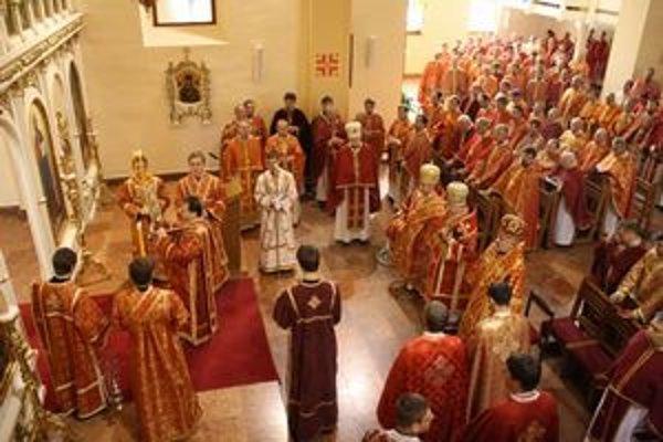 Púť kňazov. Stretli sa na nej stovky kňazov.