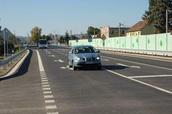 Stavba cesty trvala dlhých päť rokov,odľahčí najkritickejšie úseky dopravy v Lipanoch.