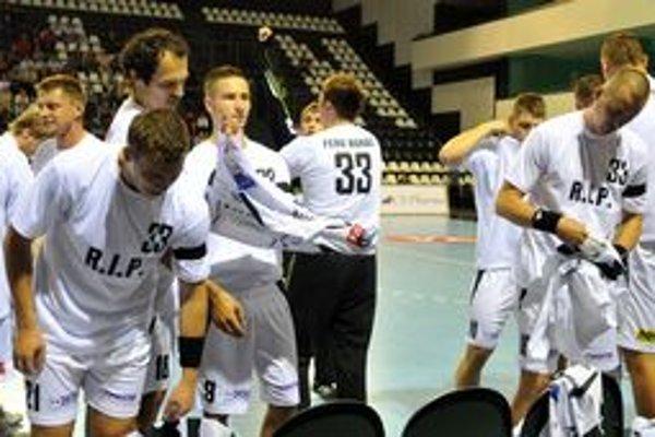 Prešovčania mali pred zápasom oblečené spomienkové tričká na brankára Františka Boháča, ktorý zahynul pri autonehode.